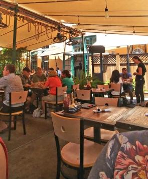 Outdoor dinning: win!